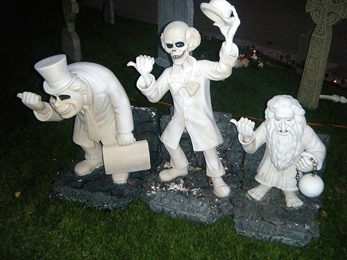 17 Best images about Sets + Props + Displays Halloween on ...