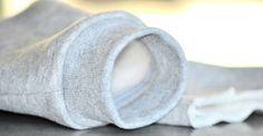 In dit artikel laten we je stap voor stap de volgende naaitechnieken zien: Tricot boord knippen en heupboord aanzetten