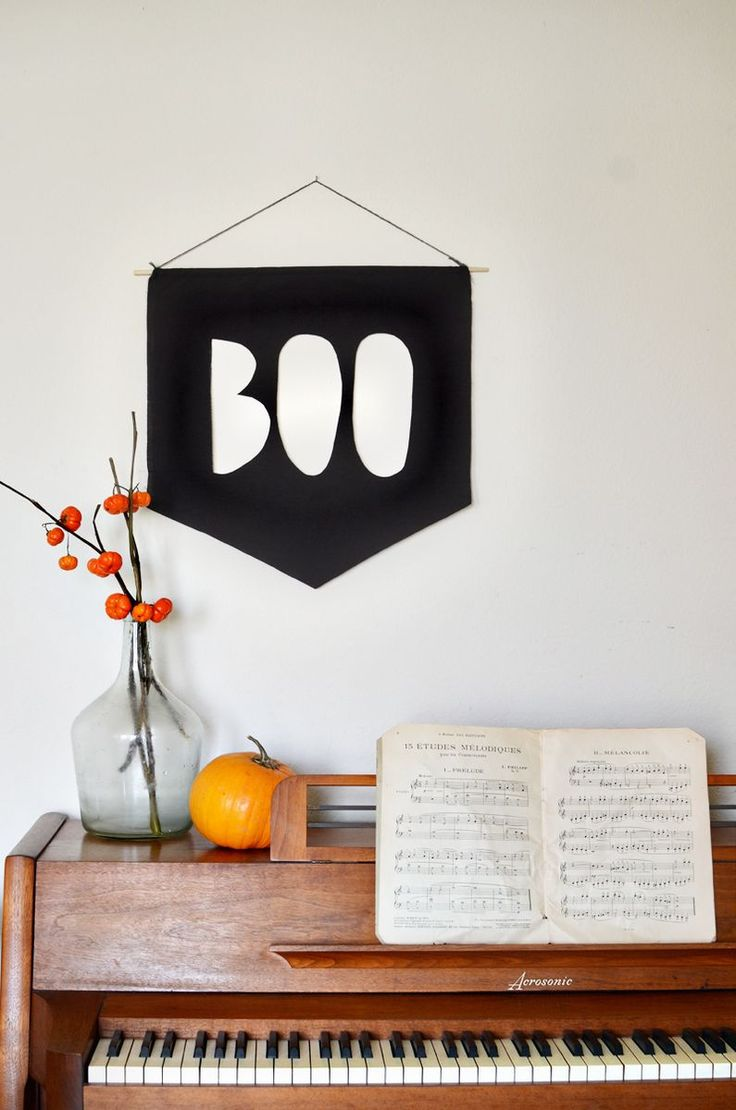 Halloween Ideas: Cheap, Modern & Chic DIY Decorations - This banner would  be cute in red or green with