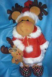 El pequeño reno en pijama navideña