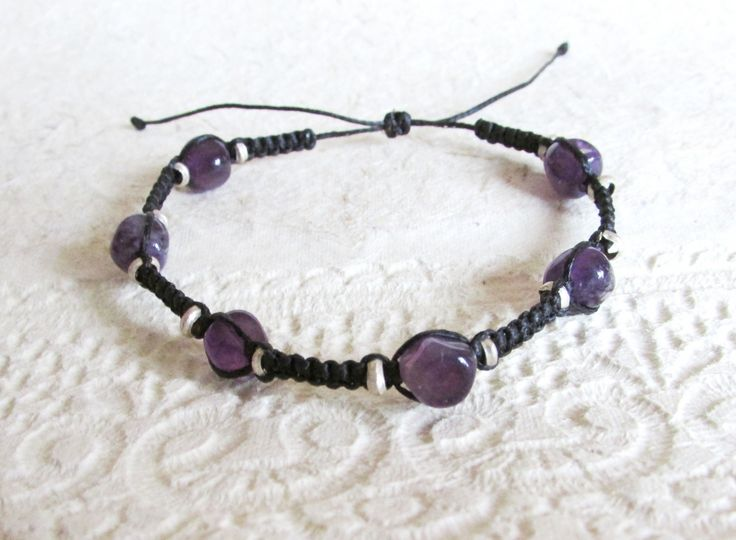 A charming amaethyst macrame bracelet, very lightweight, suitable for men and women. I made it by knotting black cotton thread with amethyst bead stones and tiny heishi african beads. Suitable for men and women. An elegant and discreet piece! Length: The bracelet is adjustable. If you wish a specific size please send me a note …
