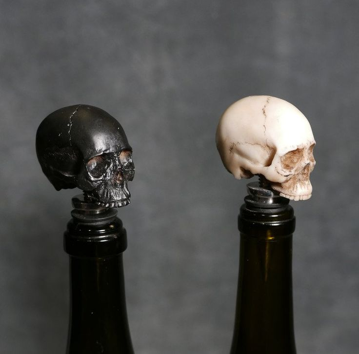 IRON & GLORY SKULL BOTTLE STOPPER