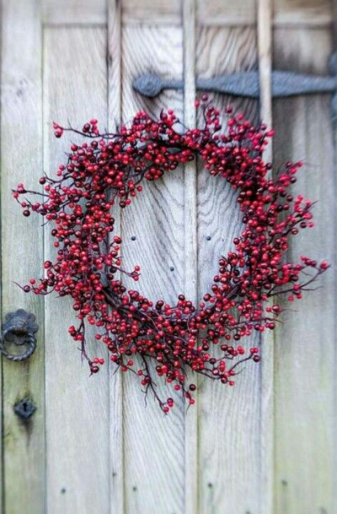 love the simplicity of this berry wreath
