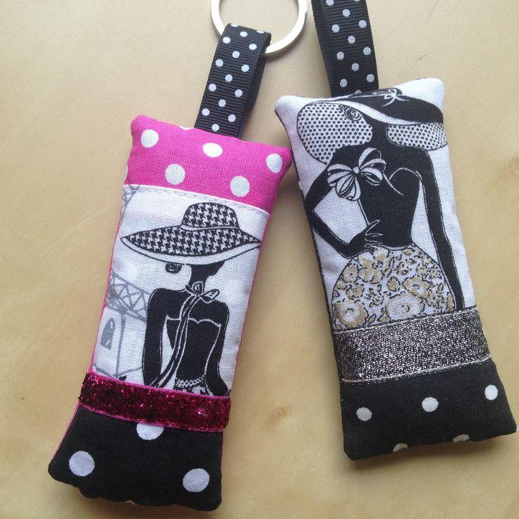 """Duo de porte-clés """"la parisienne"""" N°2 rétro chic tissu noir et fuchsia à pois : Porte clés par nymeria-creation"""
