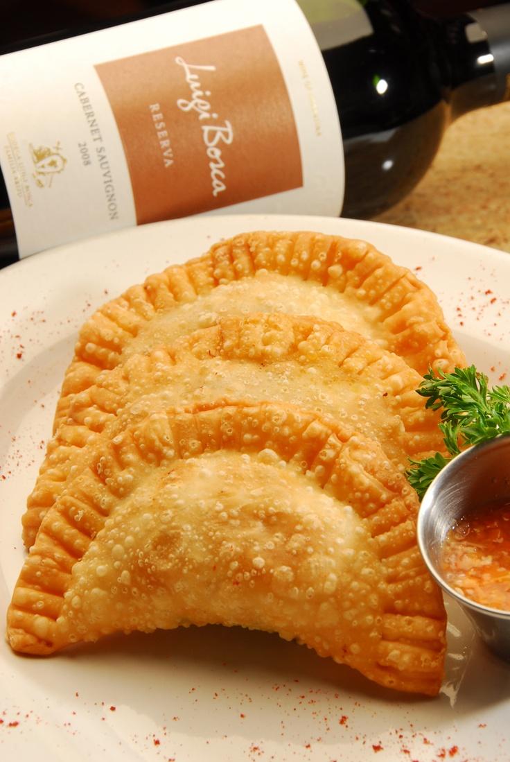 Empanadas fritas ... uy, y con un buen vino Luigi Bosca ... qué más ???