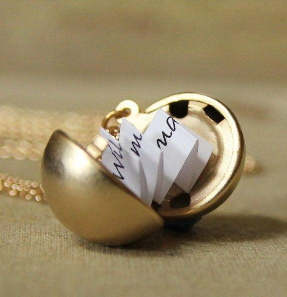 barbarasangi - Medallón de mensaje secreto  mate oro Vintage por DearestMine