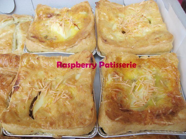 Potatoes choux filling chicken ragout