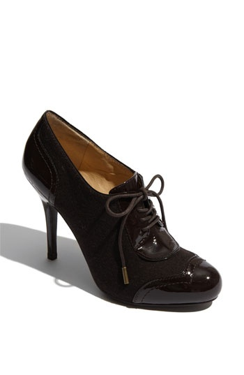 why yes, I do love the oxford pump trend for this fall....is it that obvious?