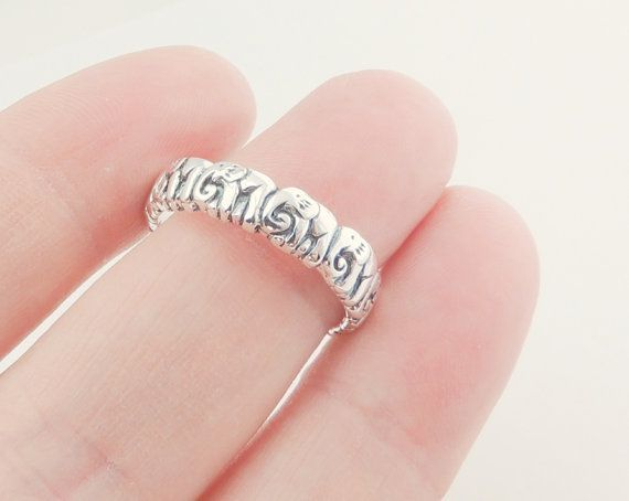 Sterling Silver Elephant Ring Jewelry Silver by KissingRavens, $29.00 soooo cute!