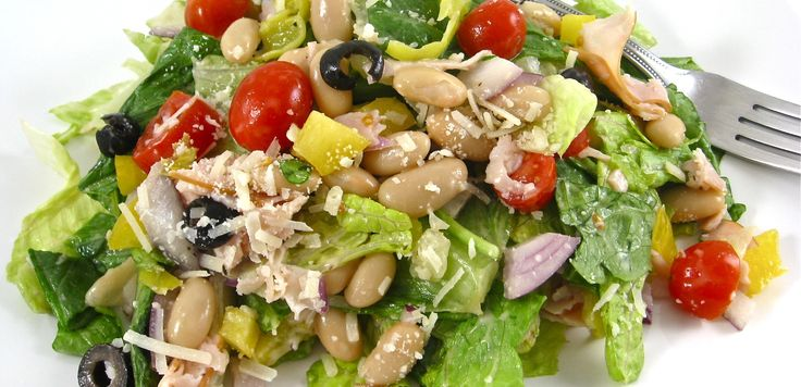 Ingredients  1 bag romaine lettuce    3 cups fresh spinach (from a bag), chopped    1½ cups (6 ounces) diced cooked turkey breast, see shopping tip    1½ cups fresh cherry or grape tomatoes, sliced int half or tomatoes chopped    ½ cup red