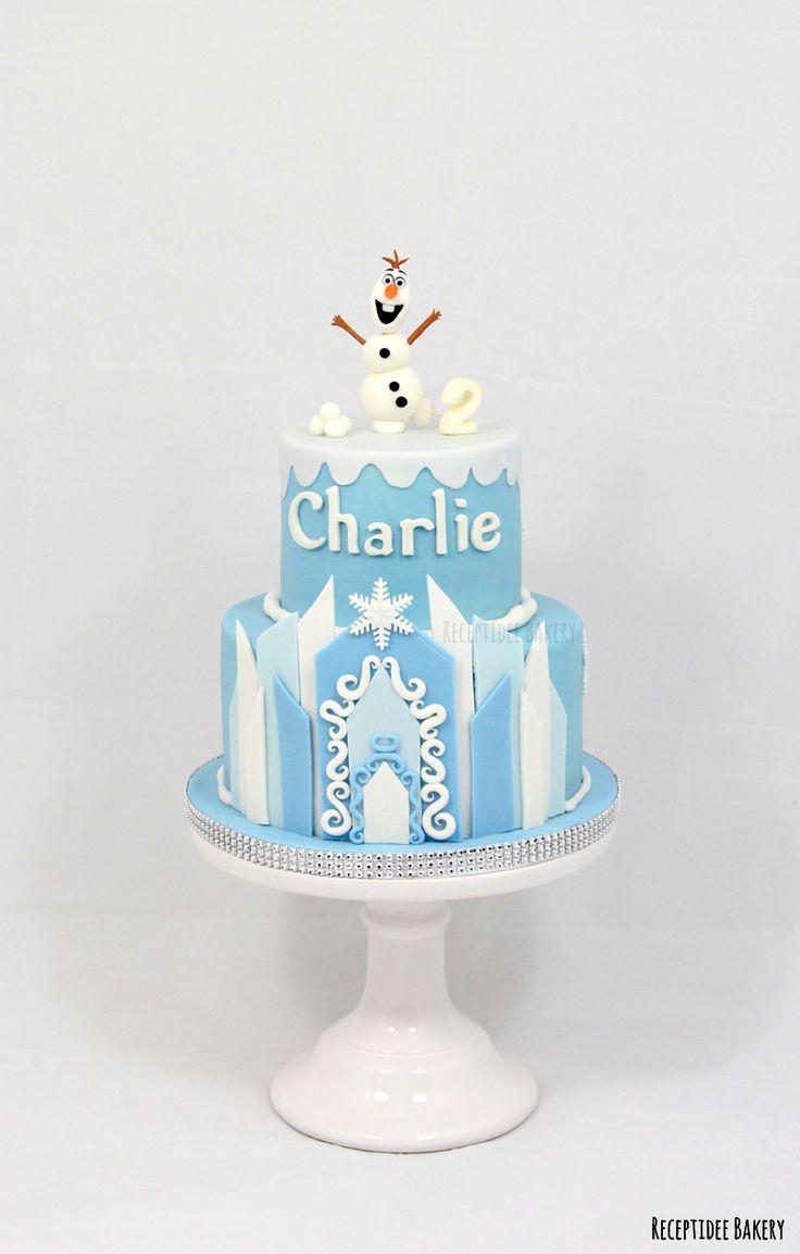 ⛄⛄ Frozen taart voor Charlie ⛄⛄ Van harte gefeliciteerd met je verjaardag!  http://bakery.receptidee.nl #frozen #olaf #elsa #anna #cake #cakedecoration #taart #frozentaart #frozencake #redvelvet #creamcheese #fondant #customcake #birthday #birthdaycake #verjaardag #verjaardagstaart