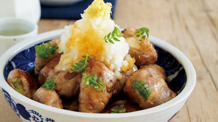 コウ ケンテツさんの豚肩ロース肉,木綿豆腐を使った「肉巻き揚げだし豆腐」のレシピページです。意外に子どもにも人気の「居酒屋めし」。薄切り肉で豆腐とアボカドを巻いて揚げ焼きにした一品は、大人も子どもも大満足です。 材料: 豚肩ロース肉、木綿豆腐、アボカド、大根おろし、しょうが、木の芽、つゆ、塩、こしょう、小麦粉、サラダ油