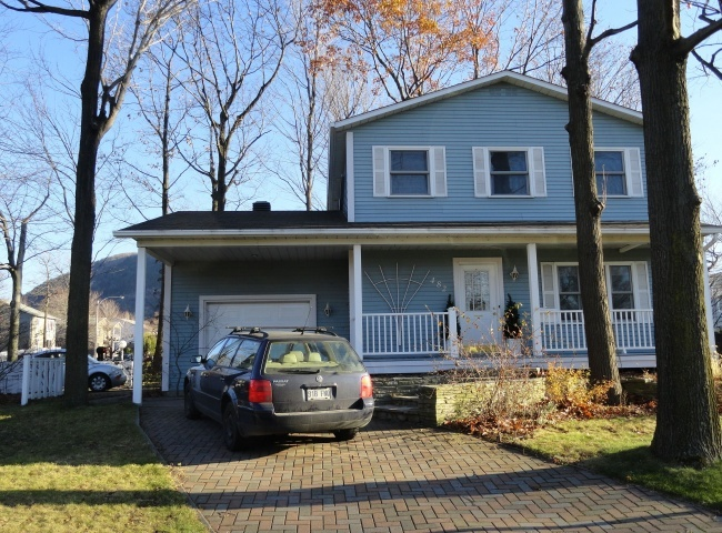 $339,900 (CAD) Cottage Détaché Mont-Saint-Hilaire. 482 Forest Mont-Saint-Hilaire, Québec. This Single Family real estate property listing is For Sale By Owner (FSBO)