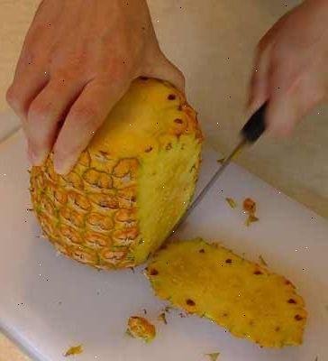 Hoe maak je een ananas snijden. Kies een goede kwaliteit ananas.