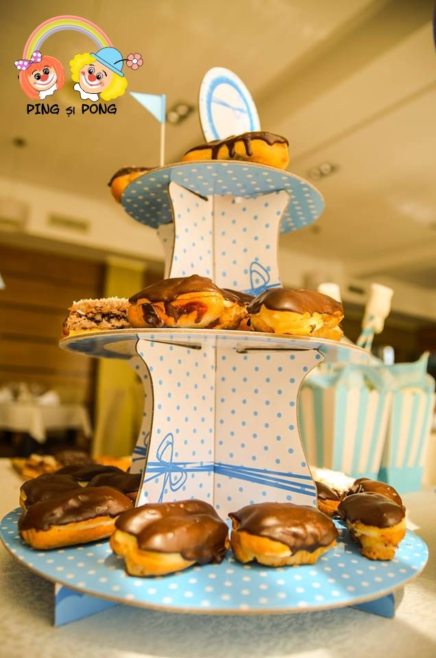 suport-prajituri-cu-3-etaje-candy-bar-albastru-botez