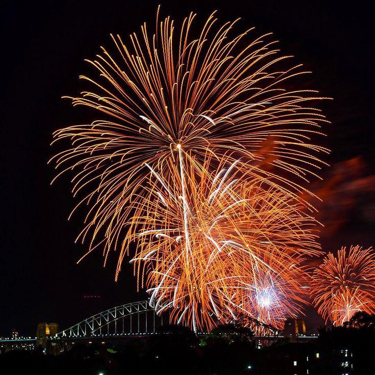 Hooray 200 followers! Let's celebrate with some more #nye #fireworks. #sydney #nyesyd #nye2015 #nyefireworks #sydneyfireworks #sydneyharbourbridge #nikon #nikondf #nikontop #nikon2470 #followme #instagram #like4like #dailytelegraph by rog.mack http://ift.tt/1NRMbNv