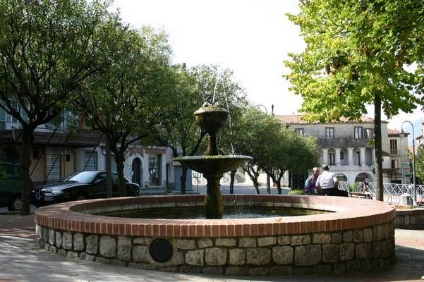 "The fountain with tank in Largo Plebiscito (upper area), lovely called as  ""Fontana da gioco"" (Playing fountain) because its proximity with the primary school of children."