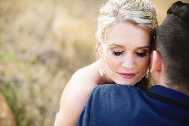Propozycje makijaży ślubnych - Wybrać makijaż ślubny jest bardzo trudno. W końcu wyróżnić można wiele pięknych przykładów. Nie da się zaprzeczyć, że przyszłe Panny Młode najczęściej szukają inspiracji w Internecie. Jaki jest idealny makijaż ślubny? Z pewnością delikatny i subtelny. W ostatni czasie bardzo modne stały się makij... - http://www.letswedding.pl/propozycje-makijazy-slubnych/