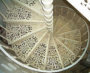 """Винтовая чугунная лестница """"Дитрих"""""""