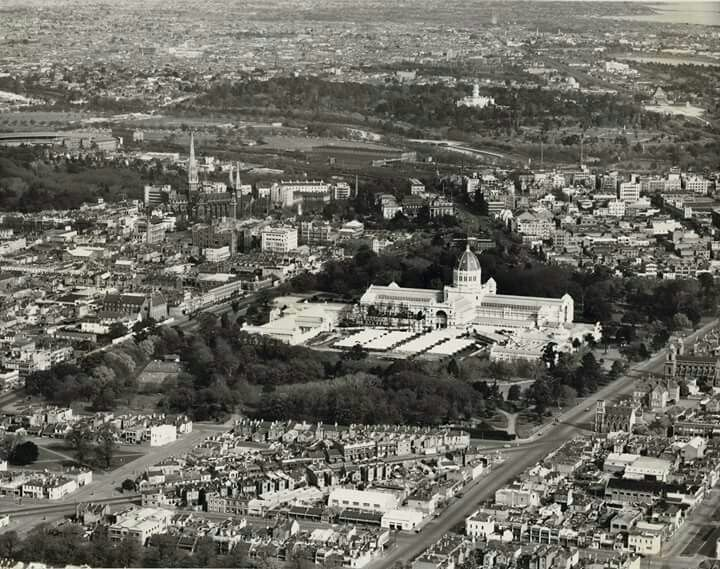 Aerial photo of Melbourne in 1950.