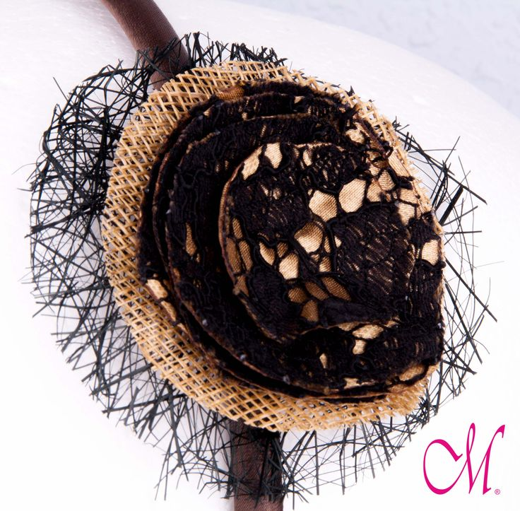 Diadema de raso marrón decorada con maraña negra y tela dorada y negra. www.monetatelier.com