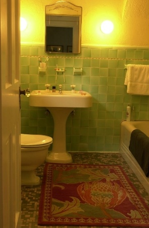 Pre-war bathroom: classic soft green tiles, a popular 1930s color // repinned by http://jillscheintal.com/ MRealty, Portland Oregon