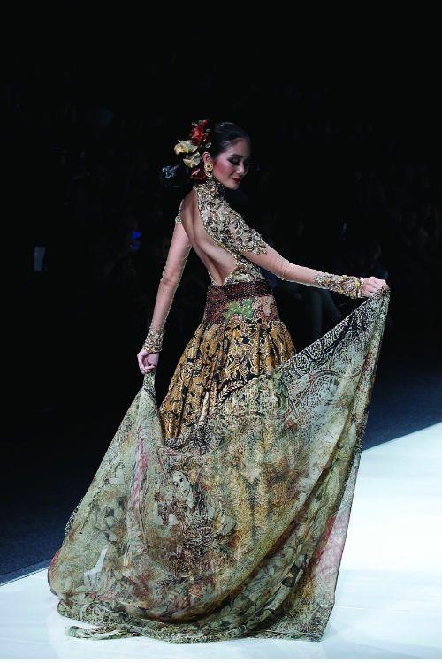 Fashion by Anna Avantie, Indonesia