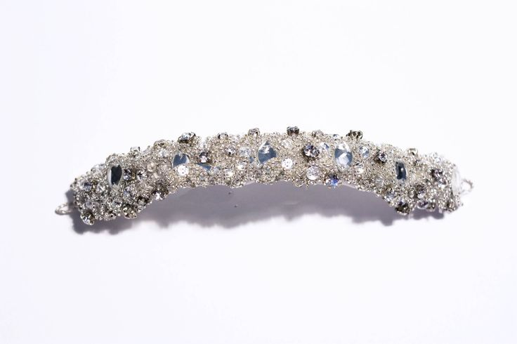 Tiare KATE, perles et strass. Tiara KATE, pearls and strass.