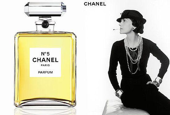 """继凯瑟琳·德纳芙(Catherine Deneuve)、妮可·基德曼(Nicole Kidman)、布拉德·皮特(Brad Pitt)之后,巴西超模吉赛尔·邦辰(Gisele Bündchen)在最近五号香水(N°5)的短片中成为了最著名香水品牌香奈儿(Chanel)的新面孔。 香奈儿,法式优雅的象征,让我们回顾一下那个三分钟短片""""You're The One That I..."""