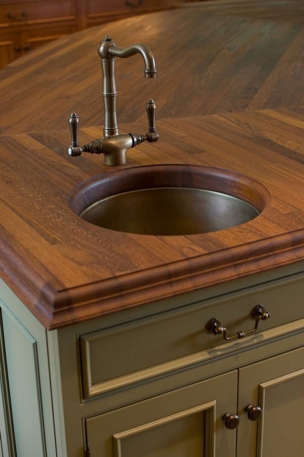 What Is A Kitchen Island With Pictures: Kitchen Island With A Small Bar Sink.