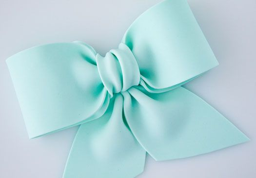 How to make a gum paste bow on http://cakejournal.com/tutorials/how-to-make-a-gum-paste-bow/
