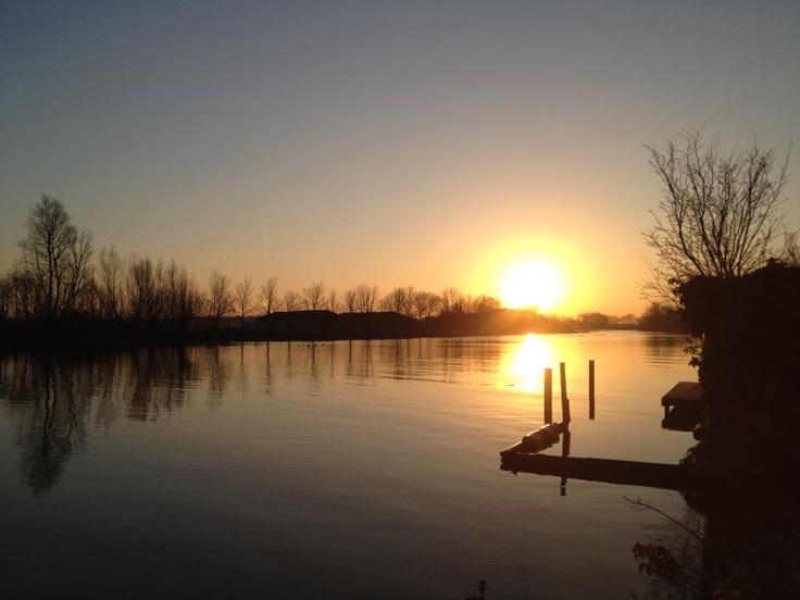 Opkomende zon boven de Vecht locatie Vreelandseweg)