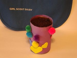 Save cans, decorate as a daisy flower pot, fill with dirt, add daisy seeds... perfect springtime craft for the girls !