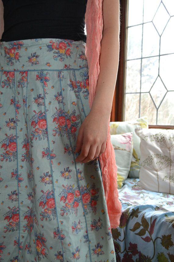 Liliana (interno sfoderato)  Il mio Liliana maxi gonna stampata è una grande aggiunta al vostro guardaroba estivo e vacanze.  Progettato con 24 pannelli per creare movimento, questa bella gonna full-length è la vera e propria celebrazione di stile bohemien.  Accosta il costume da bagno sulla spiaggia, o allearsi con una maglia cardigan top o sofisticato.  Taglia S / vita 78 centimetri - 30,7 pollici / Hip 92cm - 36 pollici / Lunghezza cm 100-101-39,5 pollici  Taglia M / vi...