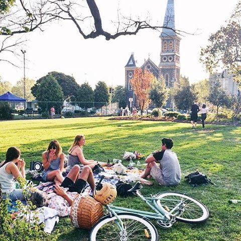 Long weekend fun in Fitzroy #edinburghgardens #fitzroy #longweekend #grandfinalweekend #picnic #melbourne #park #garden #bike #bicycle