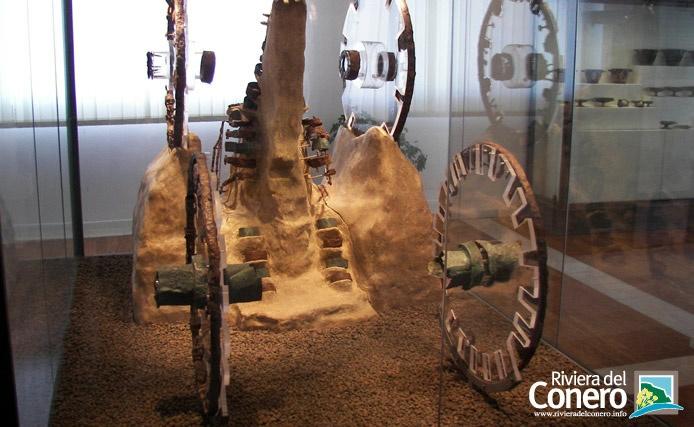 Dal museo piceno di Numana, i resti del carro della regina. #numana #conero #rivieradelconero #tourism #sea #beaches #marche #italy    photo:massimopaolucci  Antiquarium  #museum