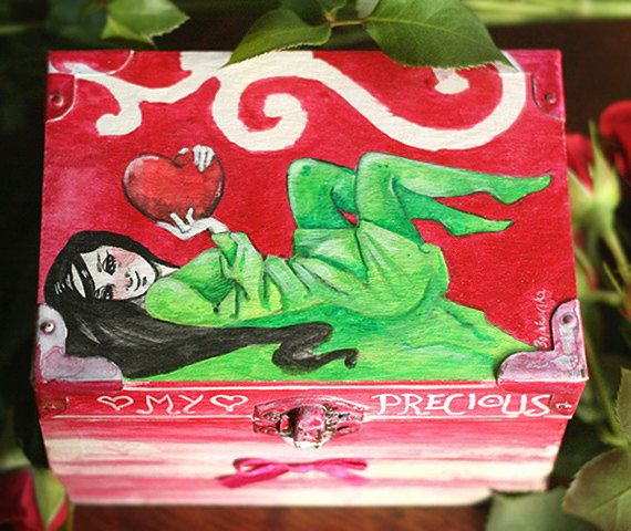 Natural wooden box ornamented with love sentence and by SkadiaArt
