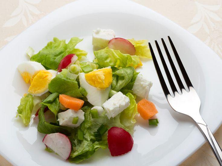 Salata cu ou, telemea si ridichi - BucateleNoastre.ro
