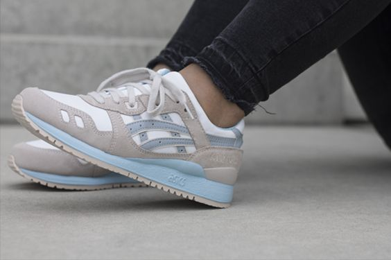 ASICS GEL-LYTE III WMNS H6U9L 0113, this sneaker is now available at www.frontrunner.nl