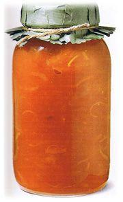 pelez la citrouille et retirez les pépins. Coupez la pulpe en mcx et râpez-la grossièrement dans le sens de la longueur. Mettez la pulpe de citrouille dans une marmite, avec l'eau, les oranges, les citrons et le gingembre. ortez à ébullition, puis cuire doucement 25 à 30 minutes, le temps que l'écorse des agrumes ramolisse. Ajoutez le sucre, en remuant jusqu'à complète dissolution. Reportez à ébullition, puis laissez cuire encore 25 à 30 minutes à feu moyen; la préparation doit êt...
