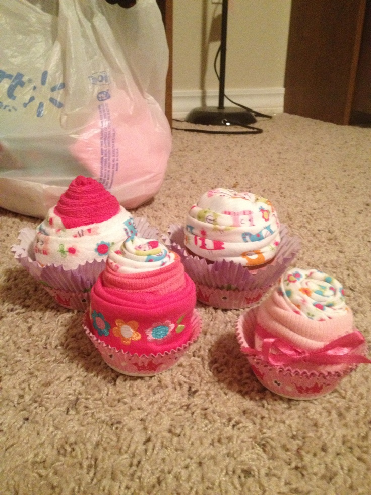 Baby cloths cupcakes