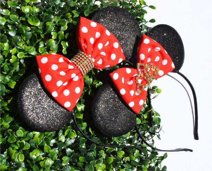 Lindíssimas tiaras da Minnie <br> <br>Arco de metal revestido com cetim, <br>orelhas de Gliter especial <br>laço com detalhe de stráz: e coroa de straz
