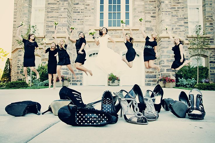 cute bridal party photo idea.
