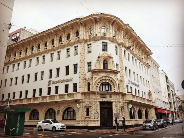 Edificio en Ciudad Vieja - Montevideo. Picture taken by me.