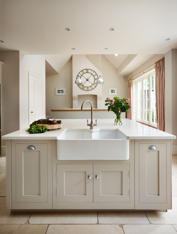 Harvey Jones Shaker kitchen painted in Little Greene Paint Co. 'Slaked Lime'