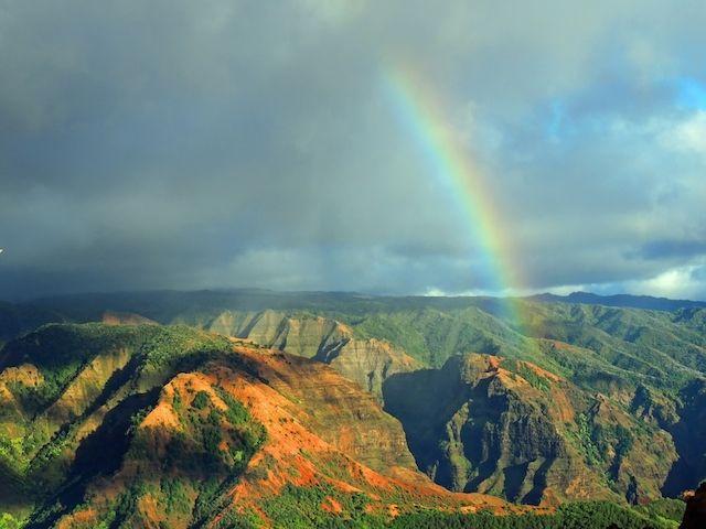 緑豊かな絶景が魅了するハワイ、カウアイ島