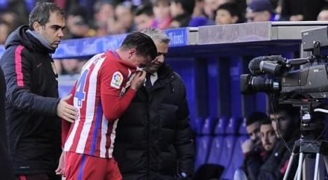 """José María Giménez se lesionó a los 55 minutos en el partido de este sábado del Atlético de Madrid y tuvo que ser sustituido. A dos meses del partido de Uruguay contra Brasil y a cuatro días del cruce entre el """"Atleti"""" y Barcelona, el uruguayo se fue con lágrimas en los ojos."""