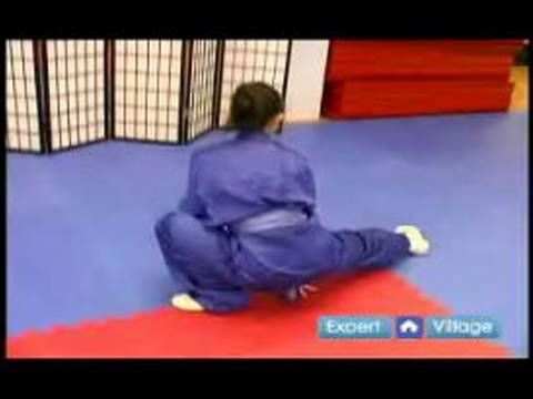Beginner Wushu Techniques : How to Do the Outside Sweep Kick in Wushu