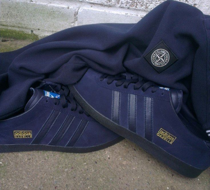 Love these dark navy Gazelles, reminiscent of a similar Trimm Star colourway, and a Stone Island jumper...