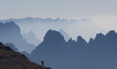 Drakensberg, trekking by Dale Morris